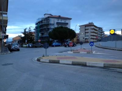 Un'altra visuale dell'incrocio pericoloso di via Lombardia