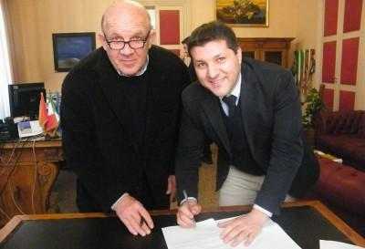 firma protocollo sindaco e Carlo Degli Esposti