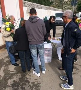 La raccolta firme al cimitero di Ragusa centro