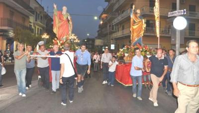 I simulacri dei due Santi apostoli in processione