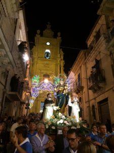 madonna-del-rosario-il-simulacro-davanti-allecce-homo