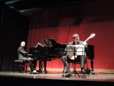 melodica pianoforte e chitarra