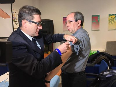 Il dott. Ferrera e don Occhipinti durante la vaccinazione