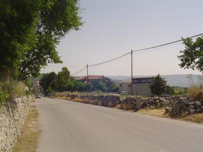 L'ingresso della frazione di San Giacomo
