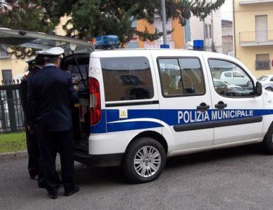 news_foto_26366_vigili_urbani_pulmino-Copia21-677x521_c